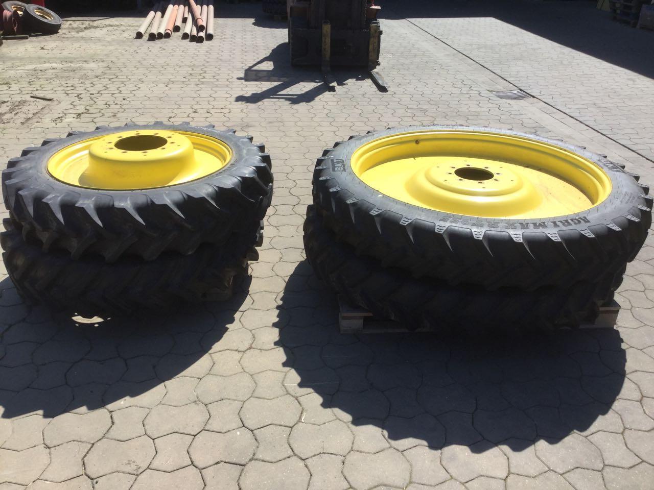 BKT 2x 12.4 R36 + 2x 270/95 R54, Spur: 1,50 mtr.