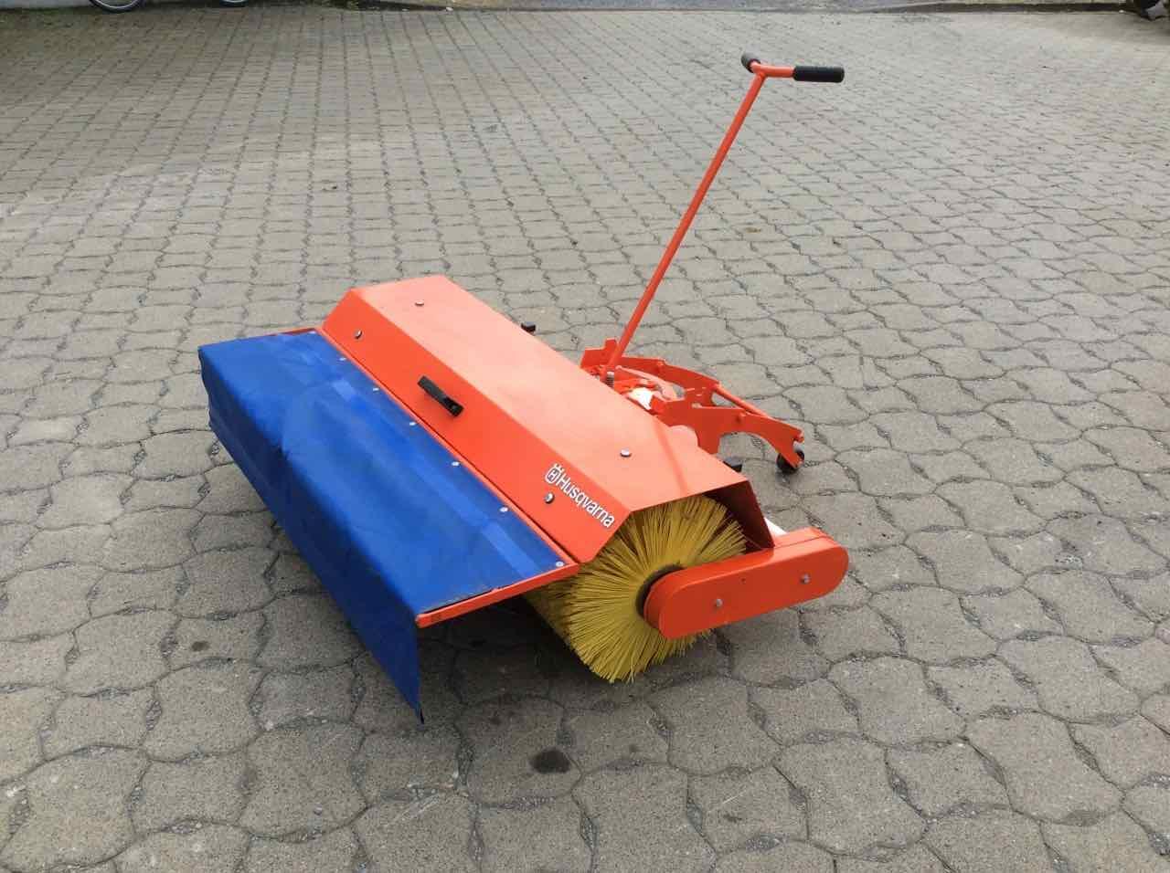 Husqvarna Frontkehrmaschine 120 cm