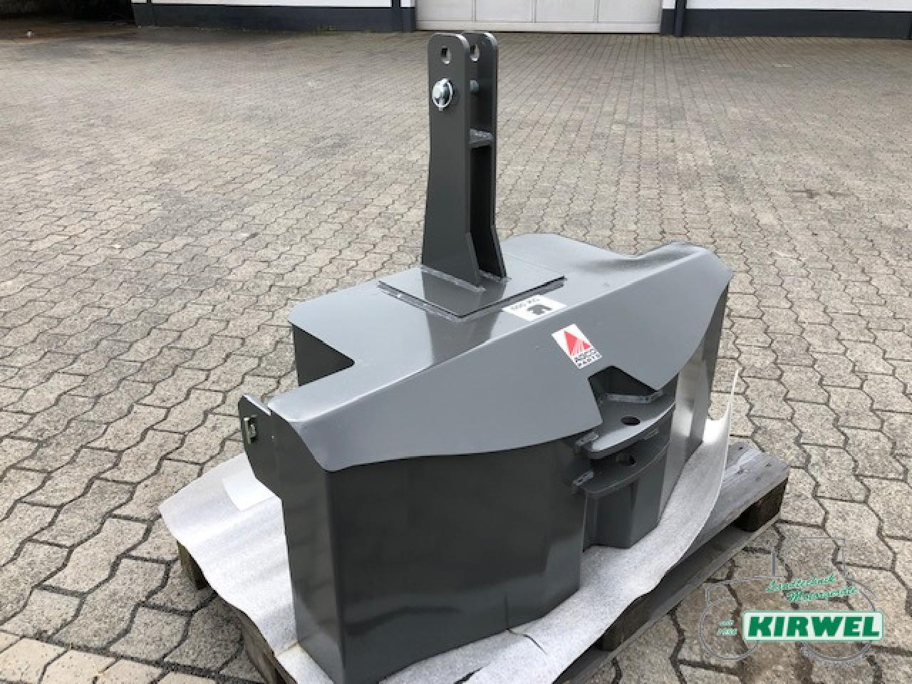 AGCO Gewicht 900 kg