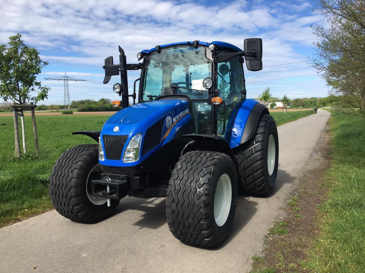 New Holland T4.75 CAB