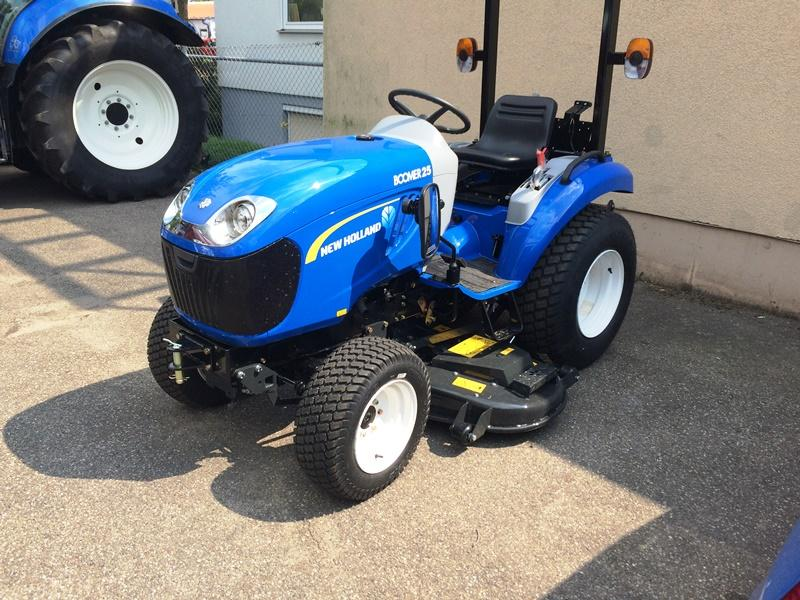 New Holland BOOMER25