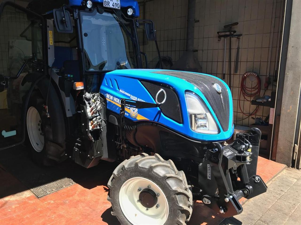 New Holland T4.90V CAB