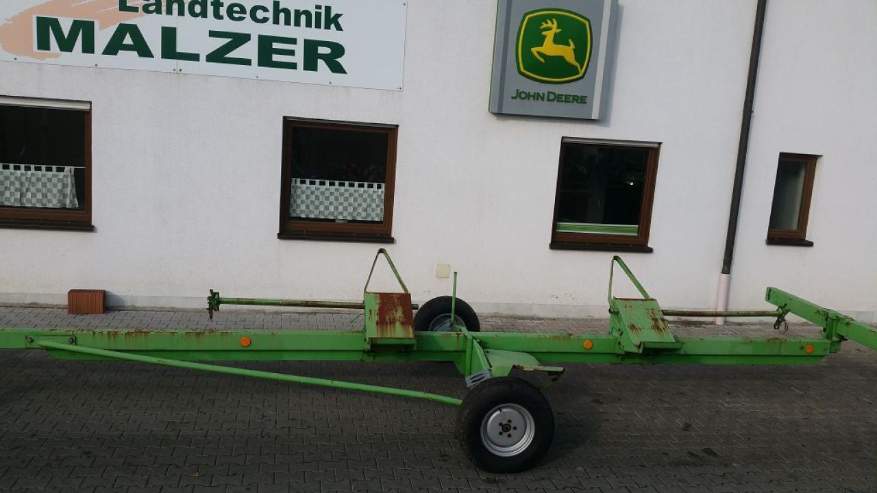 Deutz-Fahr Schneidwerkswagen 22