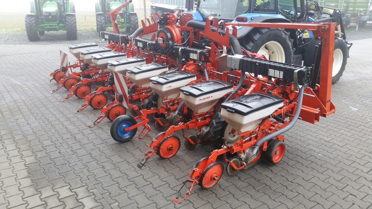 Kuhn Planter 2 8R