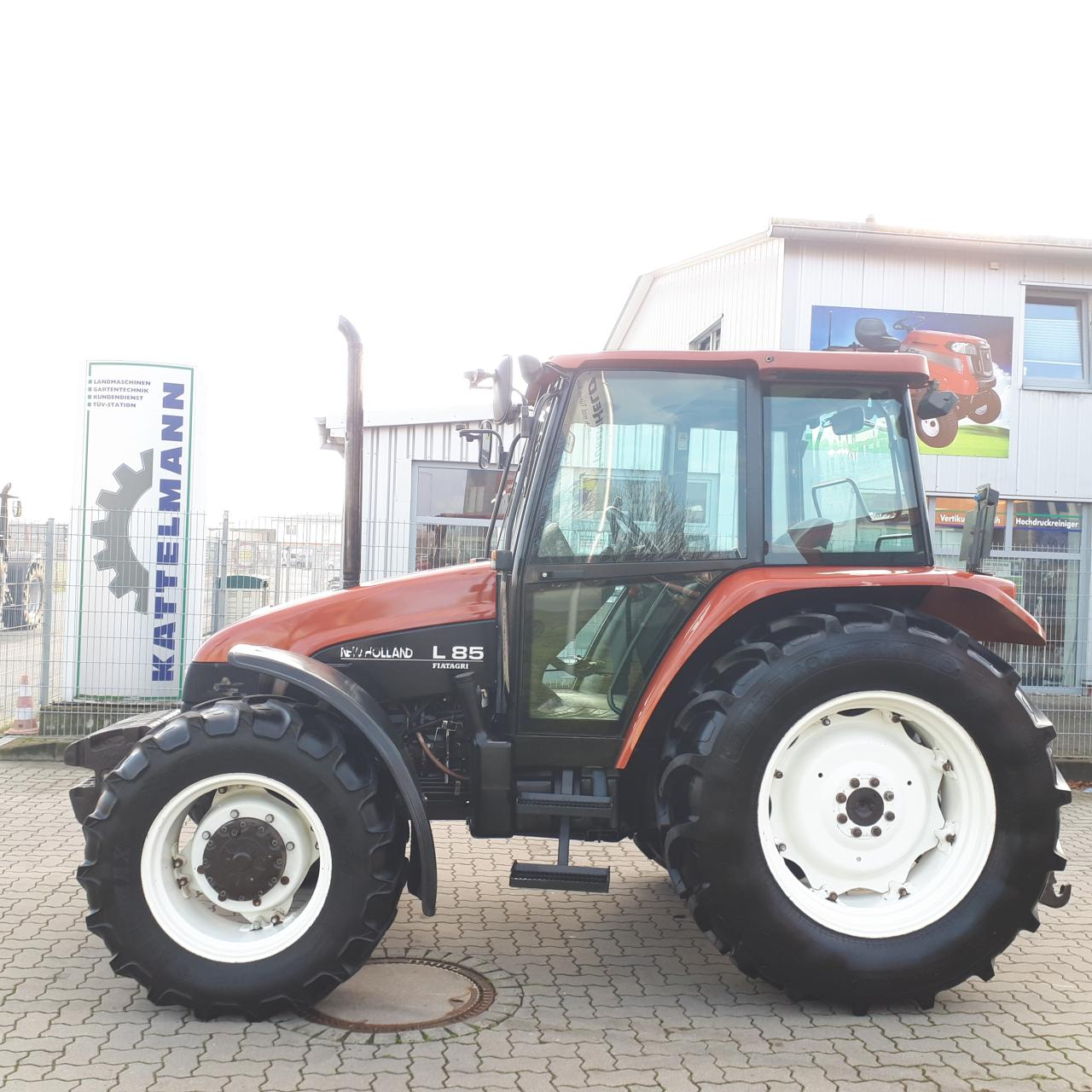 New Holland L 85