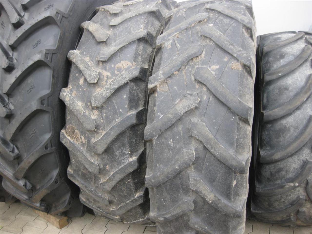 Pirelli 16.9-34 420/85R-24