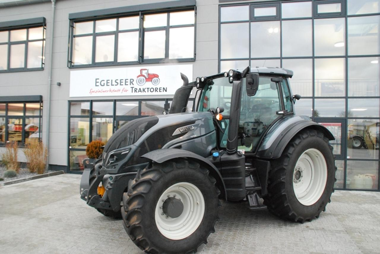 Valtra Schlepper / Traktor T154A