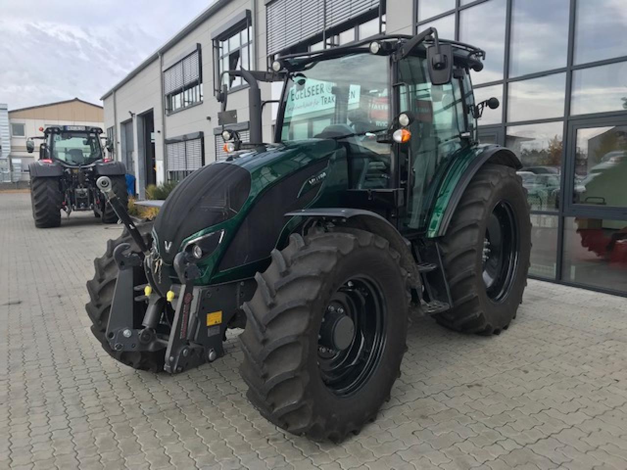 Valtra Schlepper / Traktor A 104H MR VFM Egl