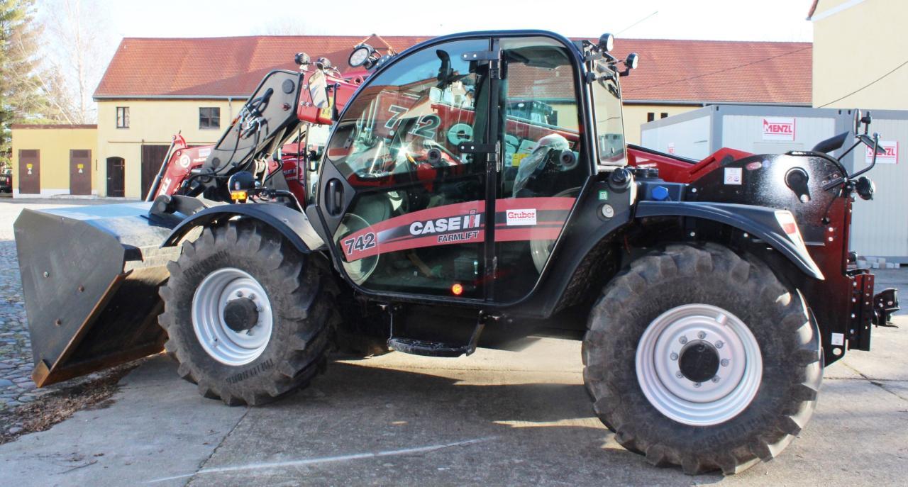 Case Farmlift 742