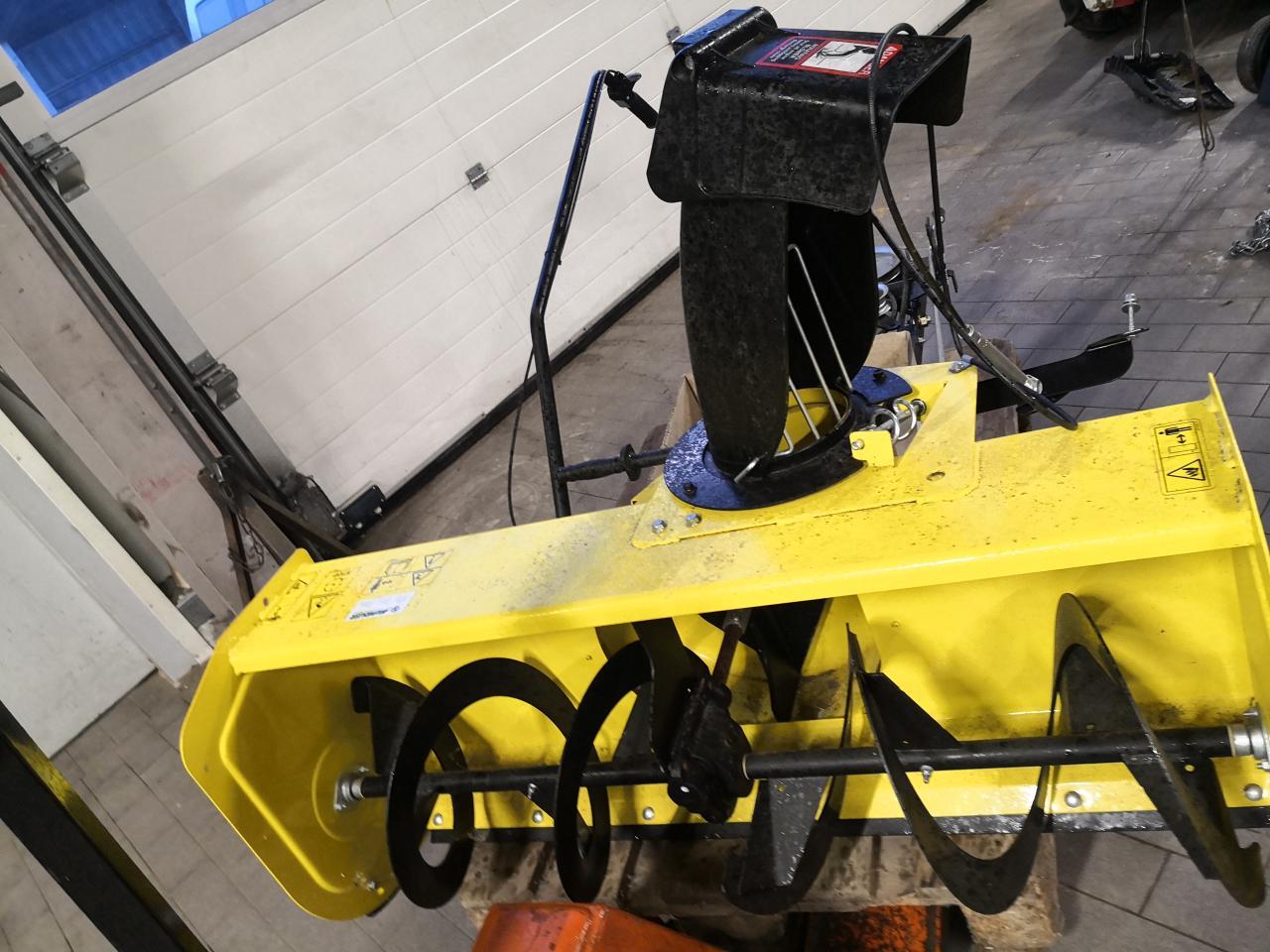 John Deere JD 44-inch Schneefr�se for 100